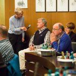 Moderatorin Christiane Tovar im Gespräch mit Gevelsberger Bürger © Andreas Henn für DIE ZEIT/bpb
