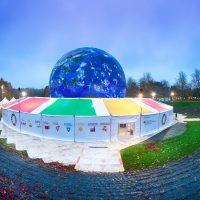 Außenansicht Climate Planet mit SDGs (© GIZ/ Kolja Matzke)