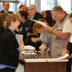 Teilnehmendenregistrierung 3. NRW Nachhaltigkeitstag (© Carsten Andrae)