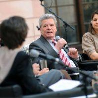 Podiumsdiskussion mit Joachim Gauck Geschichtsforum (© KSB/bpb/ Benjamin Pritzkuleit)