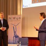 Moderator Dr. Claus Hartmann im Gespräch mit Prof. Dr. Werner Beba, Projektleitung NEW 4.0 (© HAW)